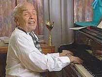 Владимир Шаинский за роялем. Фотография
