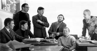В редакции журнала «Пионер». Слева направо: художники А.Борисов, С.Трофимов (сидит), П.Багин (стоит), Е.Медведев, писатели Б.Галанин, А.Митяев, Ю.Сотник (фотография предоставлена художником)